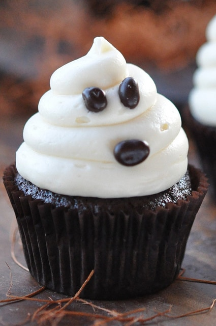 Super Cute Halloween Ghost on Carrot Cake Recipe